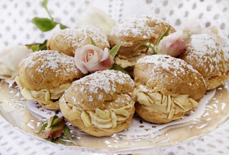 Cream Puffs with Almonds and Speculoos Cream