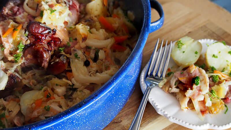 Jambonneau braisé aux choux (Ham knuckle with braised cabbage)